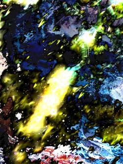 Ein dicker Lichtstrahl in einer zerklüfteten Eiswüste.