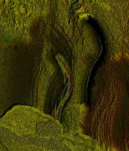 Eine Nische in einer grau-grüne Felswand