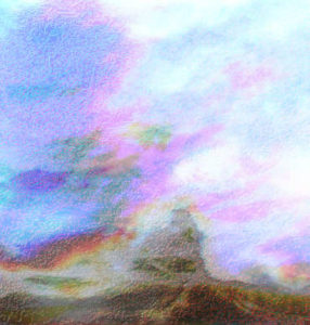 Eine offene Landschaft mit Hügeln und Wolken.